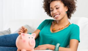 Quem mora com os pais tem chance de poupar uma quantidade maior de dinheiro.