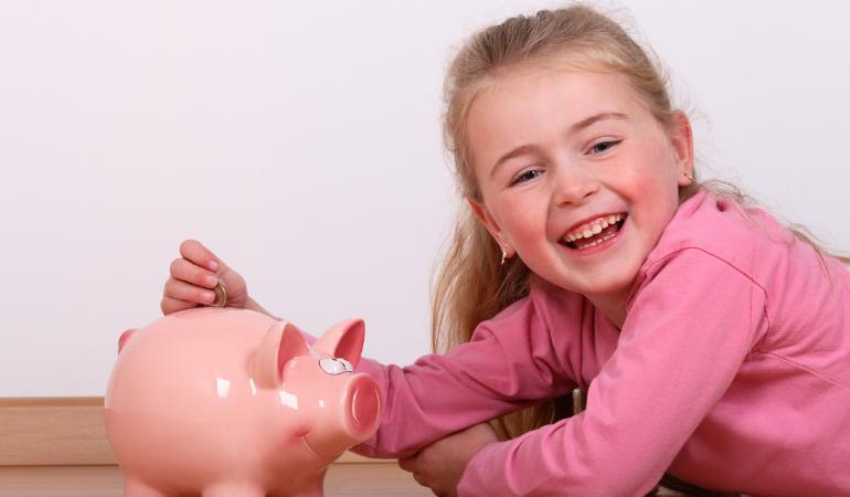 Dicas sobre como ensinar uma criança a lidar com dinheiro.